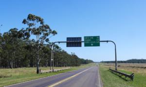 Das erste Schild mit unserem Zwischenziel Puerto Iguazú.