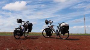Bikeposing - Ariella und ihr treuer Gefährte Namenlos
