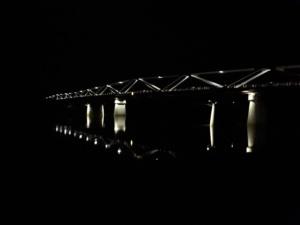 Donaubrücke bei Nacht