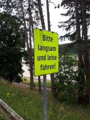 """Bild """"Bitte langsam und leise fahren"""""""